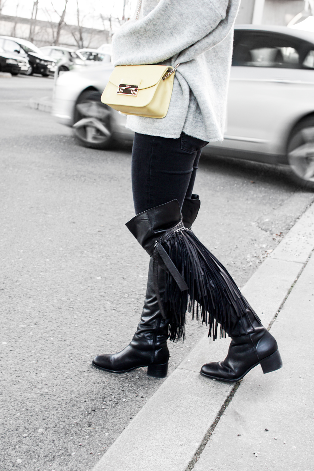 How to take outfit photos in the winter. Furla Metropolis Bag, Oversized Sweater, Overknee Boots