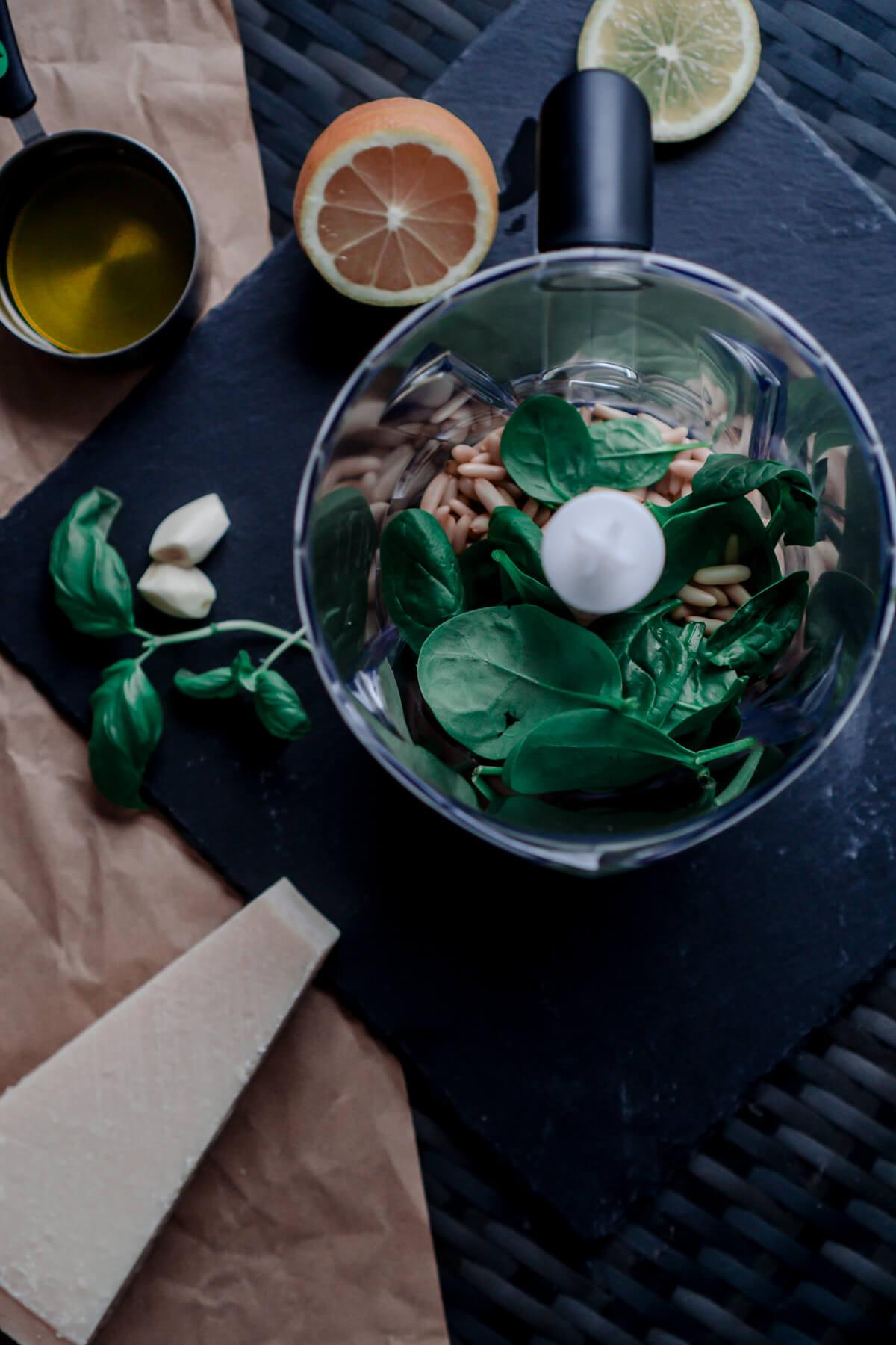 The Cosmopolitas: Homemade Pesto Recipe