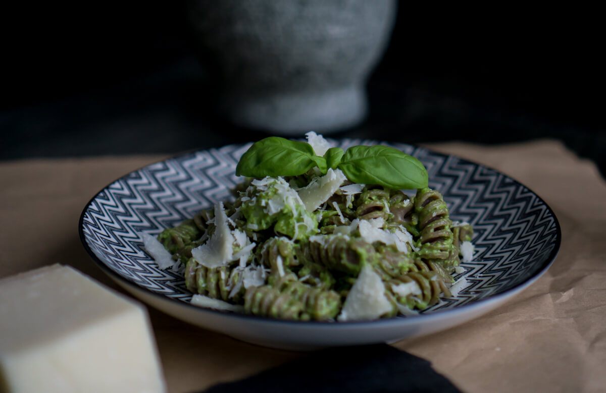 The Cosmopolitas: Homemade Pesto Recipe