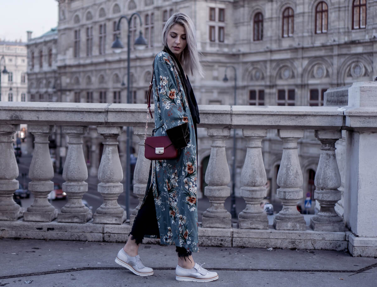 Kimono With Flower Print Combined with Brogues