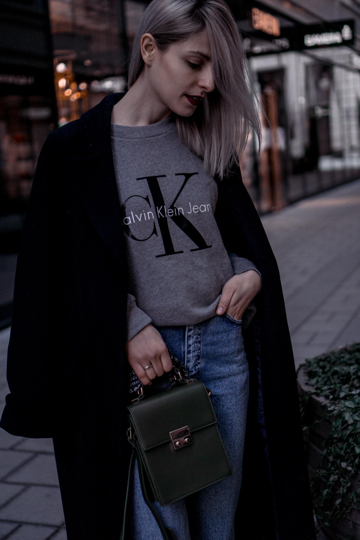 Calvin Klein Logo Sweater Grau