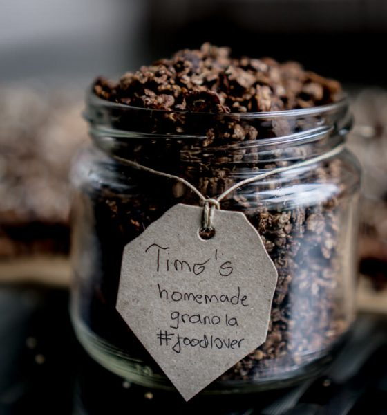 HOMEMADE CHOCOLATE-SUPERFOOD GRANOLA