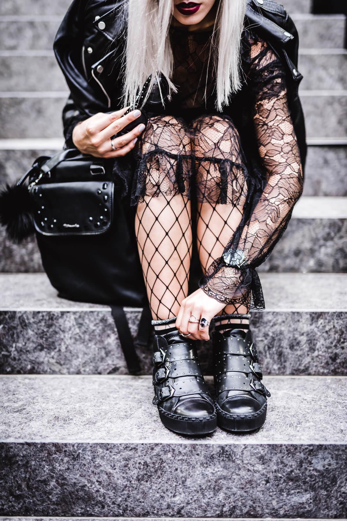 Sneaker im Biker Look www.thecosmopolitas.com