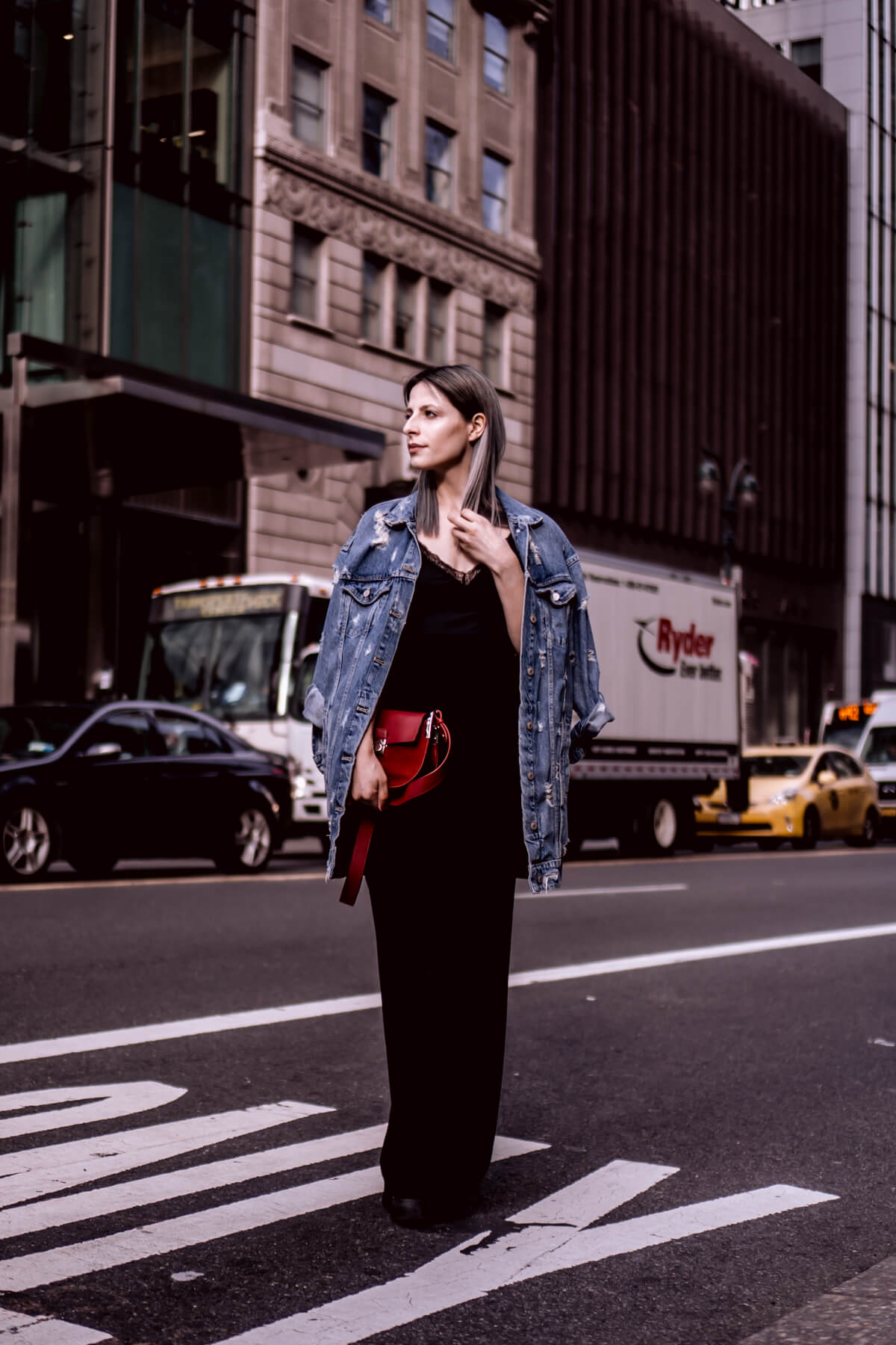 NEW YORK CITY Style Wearing Wide-Leg Pants