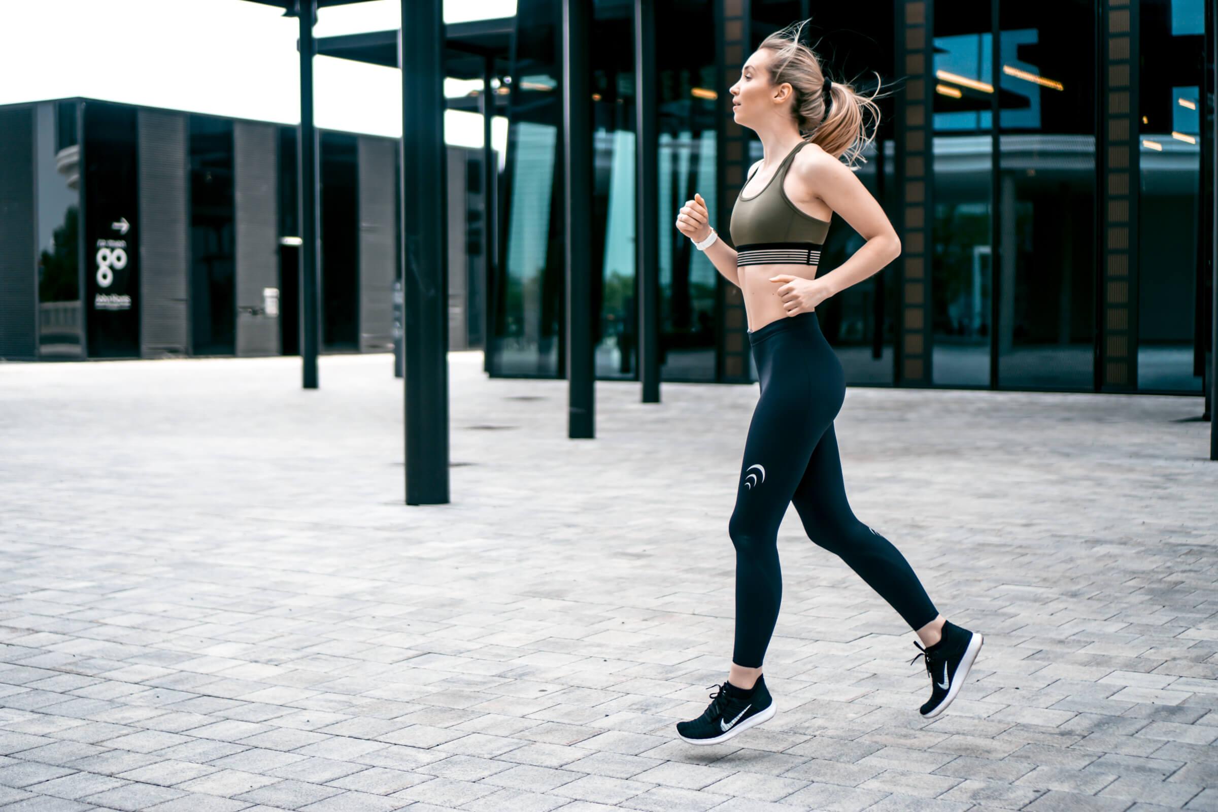 Die richtige Bekleidung und Schuhe fürs Laufen finden