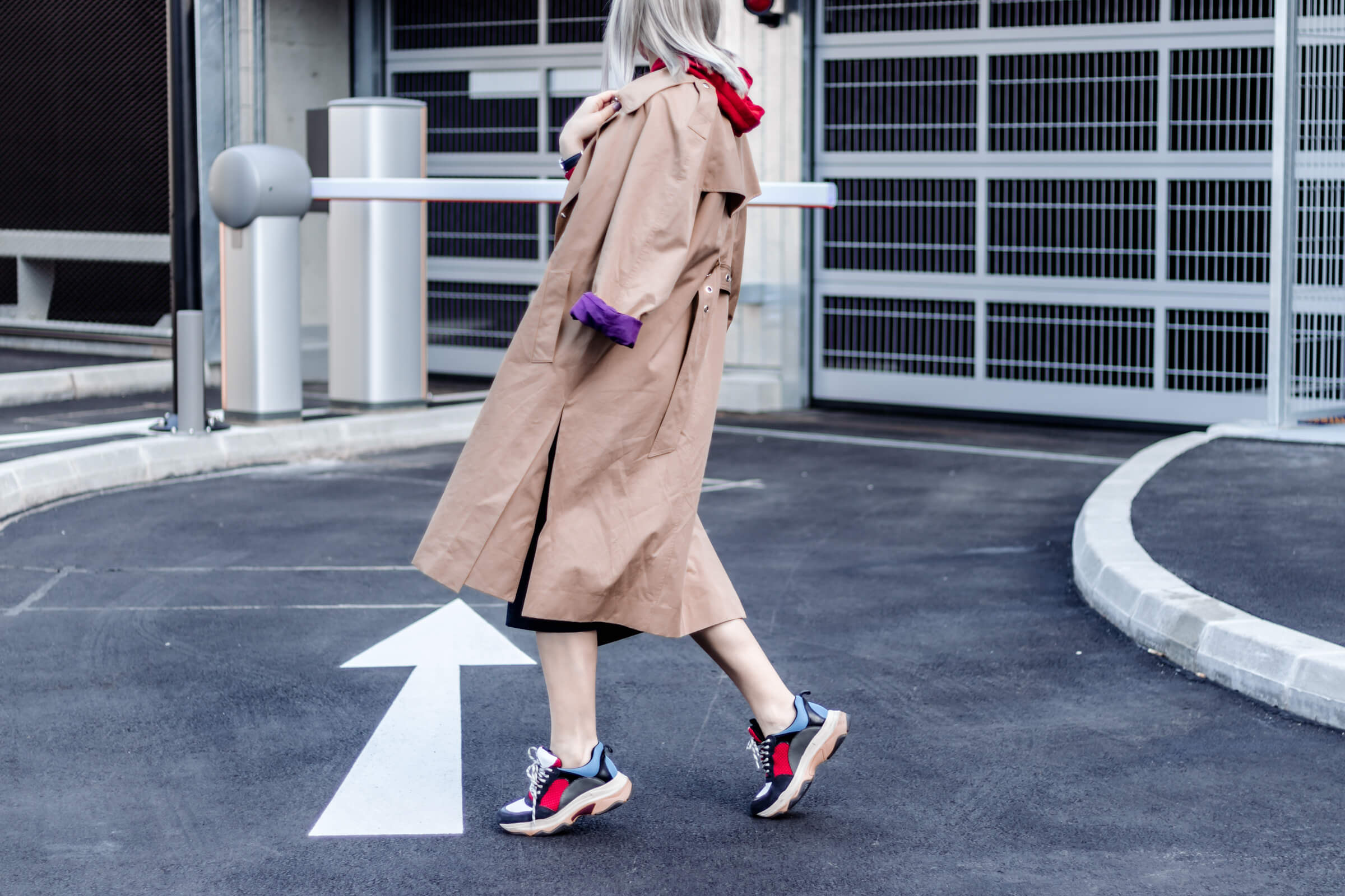 Ugly Sneaker, Trench Coat und Pencil Skirt
