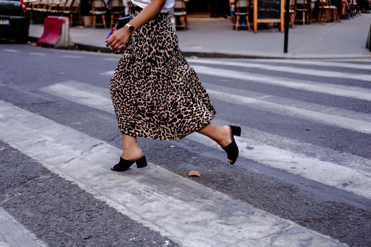 Wie trägt man Leoparden Muster im Alltag?
