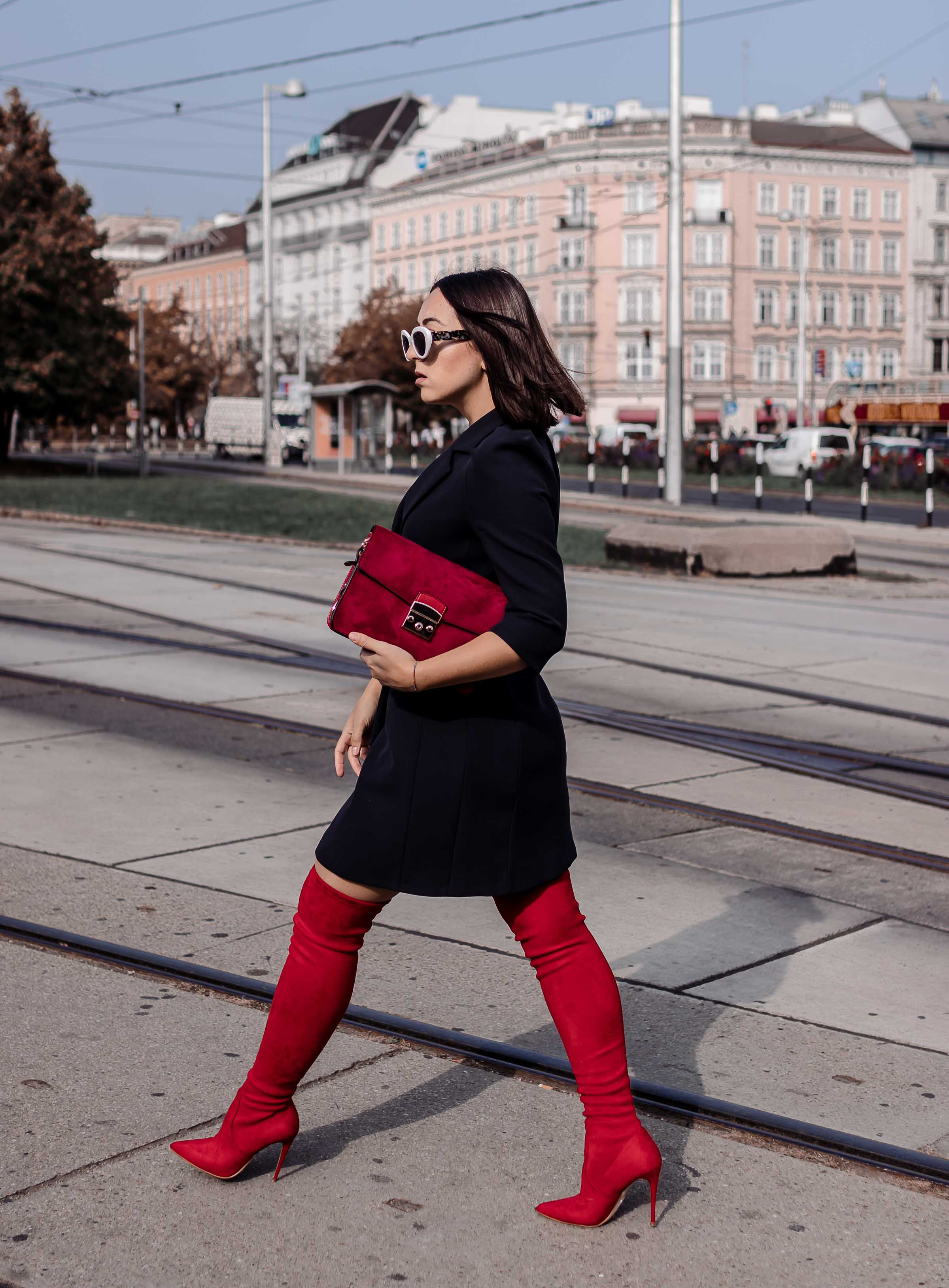 Rote Overknees Styling Tipps