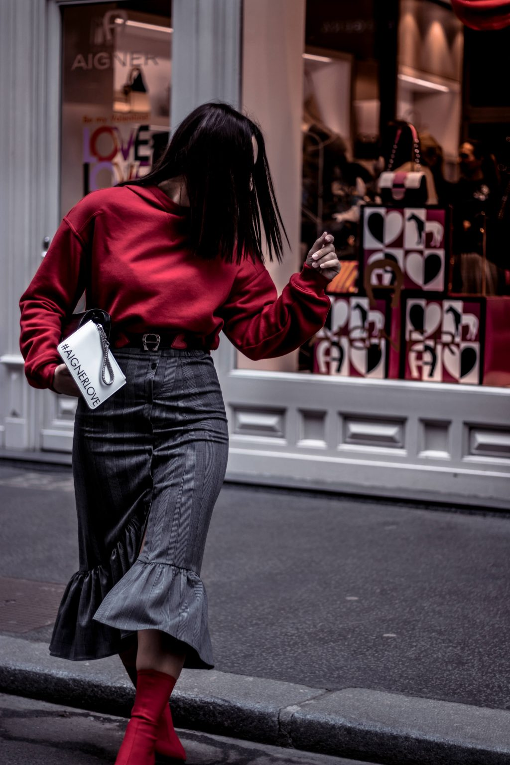 How to wear a midi skirt?