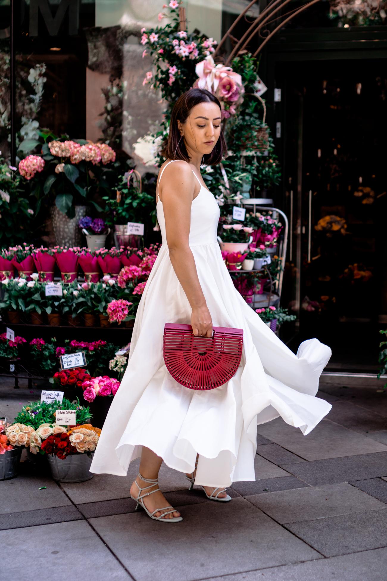 Wie kombiniert man weiße Kleider?
