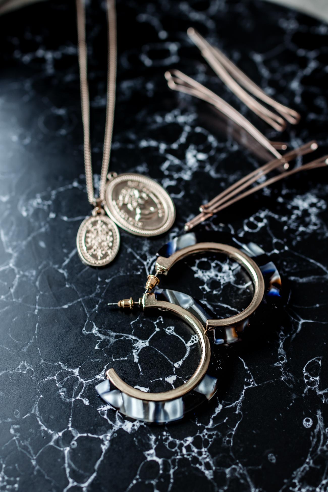 Münzen, Perlen und Muscheln liegen im Trend