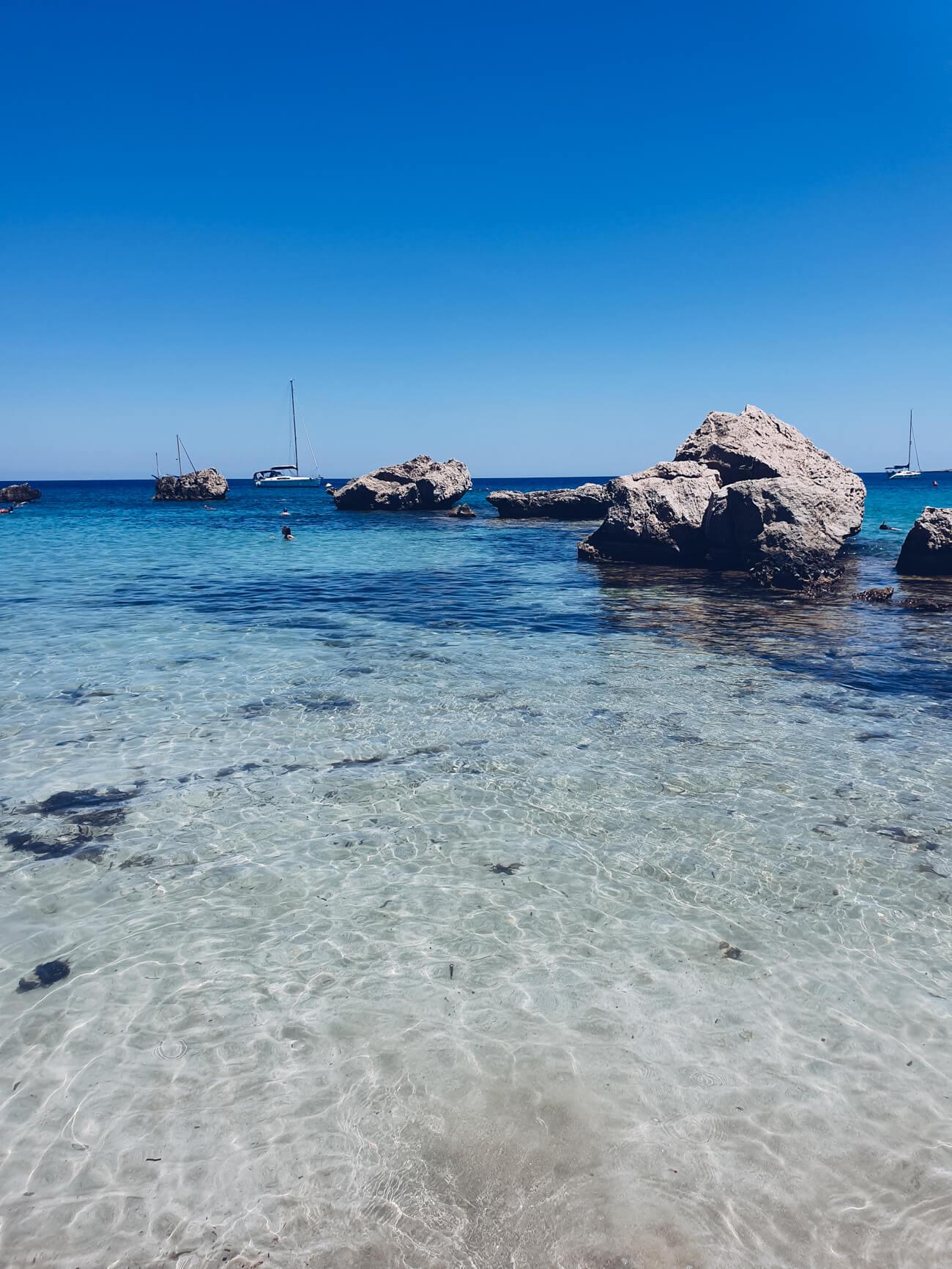 Wie kommt man besten zum Konnos Beach?