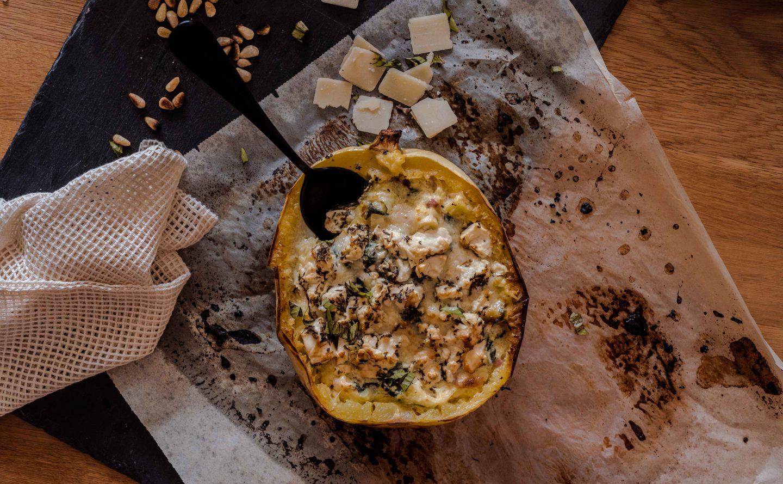 Herbstrezept Überbackener Spaghettikürbis mit Parmesan