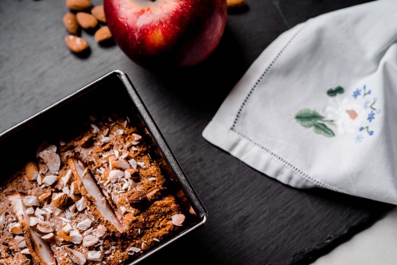 Apfel-Karotte-Brot mit Zimt und Nüssen